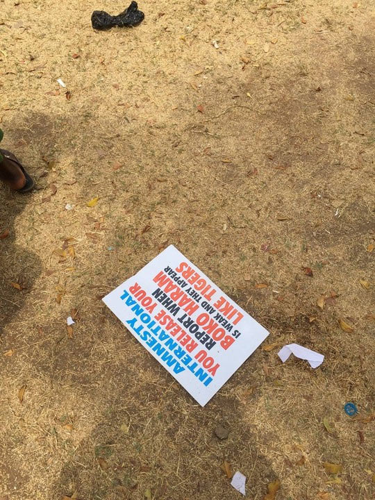 Photos: Nigeria federal government shares 1000 naira ($2) to rented protesters