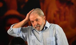 Juiz do DF determina apreensão do passaporte de Lula e o proíbe de deixar o país