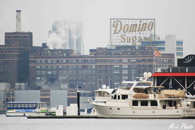 My Travel Background : A la découverte de Batimore, Domino Sugar Sign depuis Inner Harbour