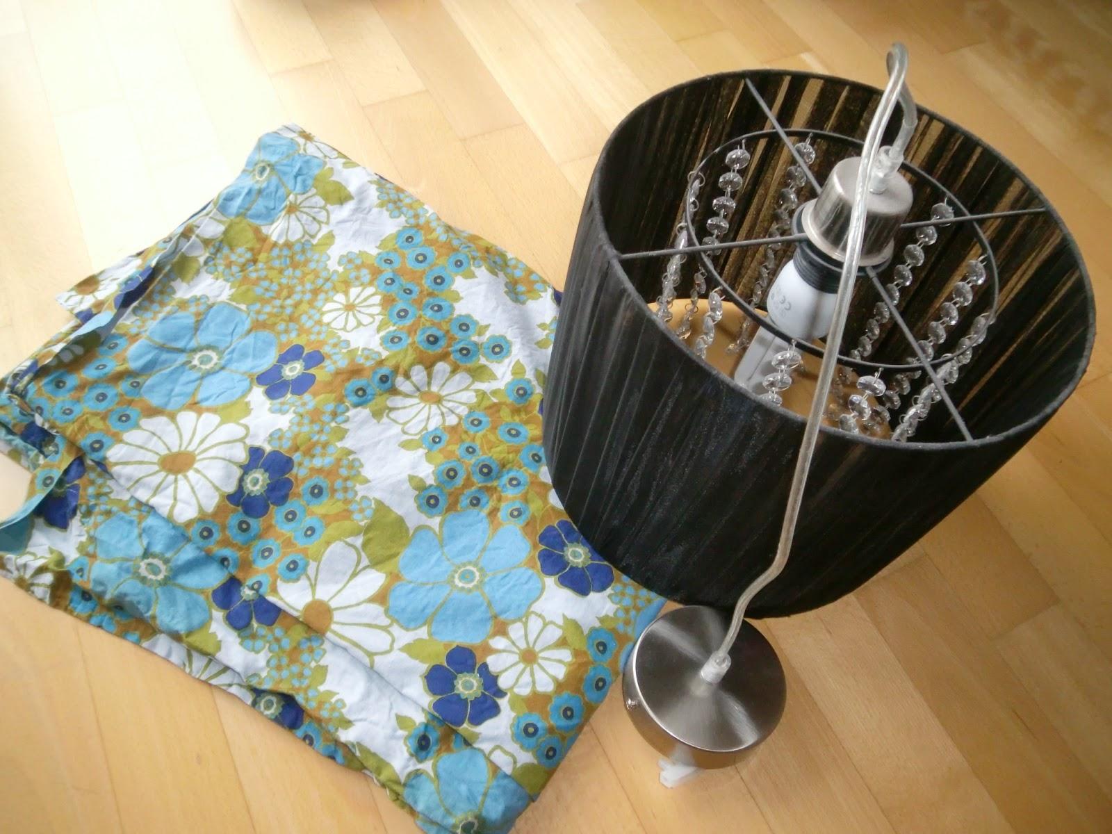 lampenschirm selbst beziehen lampenschirm mit stoff. Black Bedroom Furniture Sets. Home Design Ideas