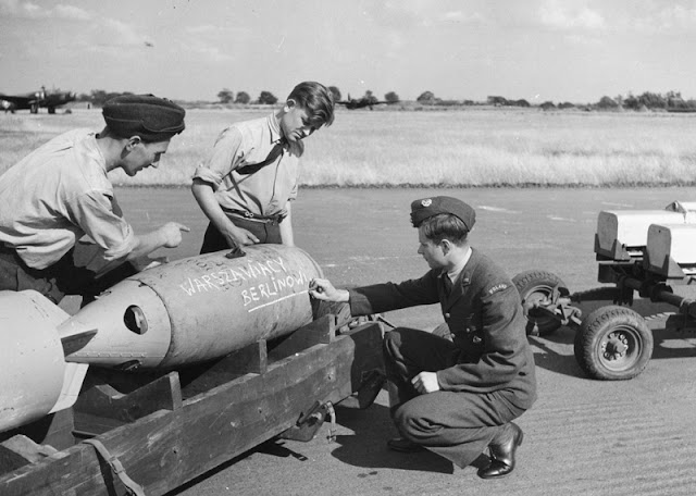 15 August 1940 worldwartwo.filminspector.com Polish ground crew RAF Hemswell