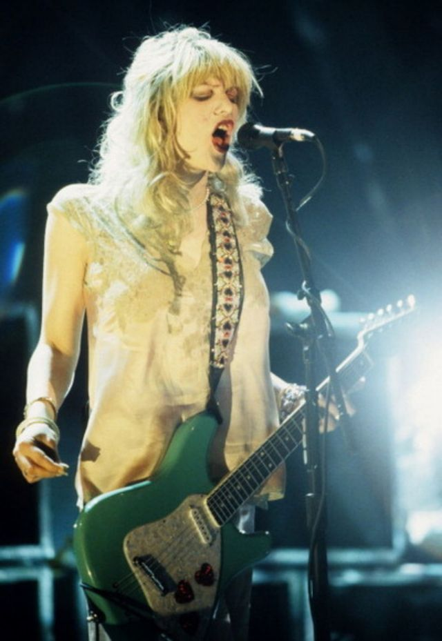 30 photos of the beautiful courtney love when she was