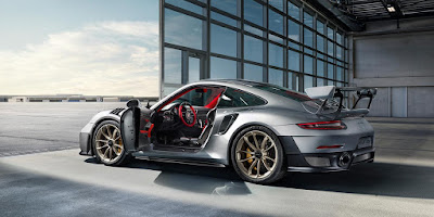 The First Impression of  Driving a New Porsche 911 GT2 RS 2018