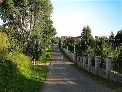 Вид на Заславль с древнего городского вала. Замковая улица