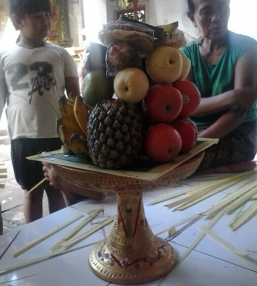 Balinese Gebogan is a symbol of offerings BaliBeaches: Balinese Gebogan - H5N1 Philosophy in addition to Offering to The Creator
