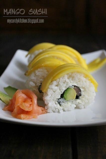 суши, покрито с манго