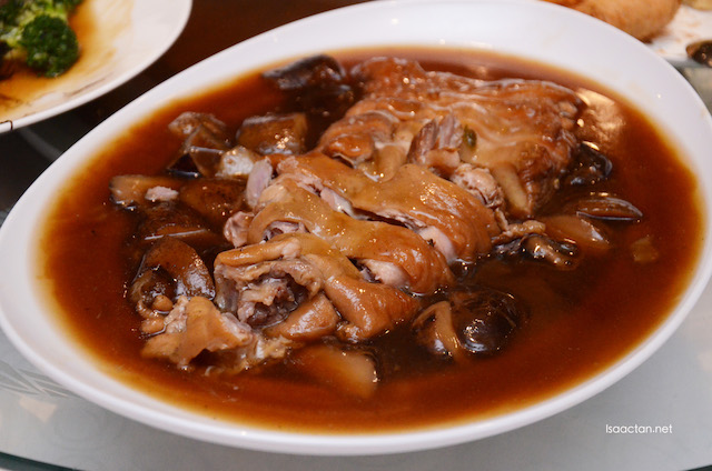 Braised Pork Knuckle, Mushroom and Sea Cucumber