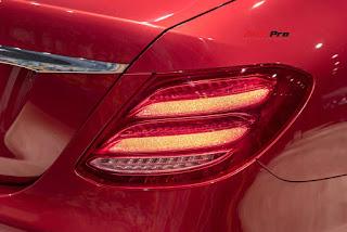 Bộ đèn Multibeam LED hiện đại cũng được đưa lên Mercedes E200 Sport