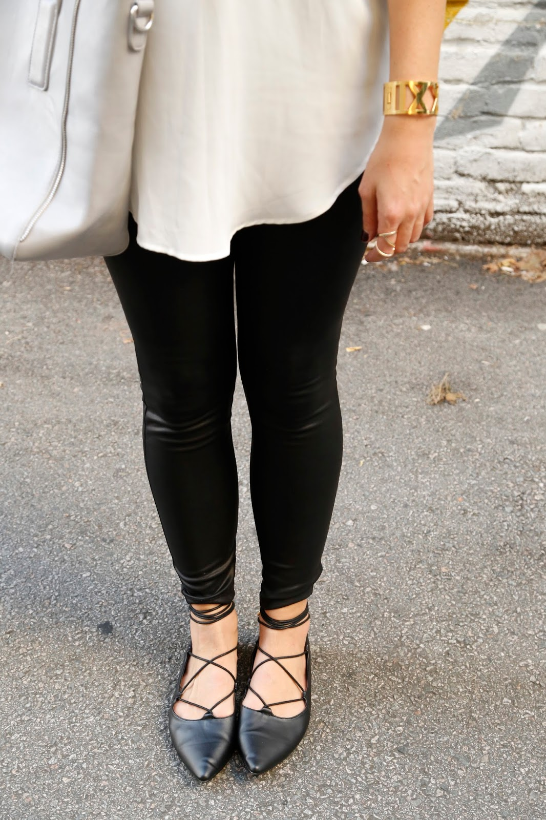 what-to-wear-with-faux-leather-leggings