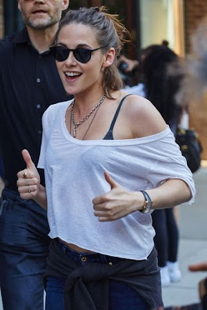 Rarity: Kristen Stewart shows her best smile
