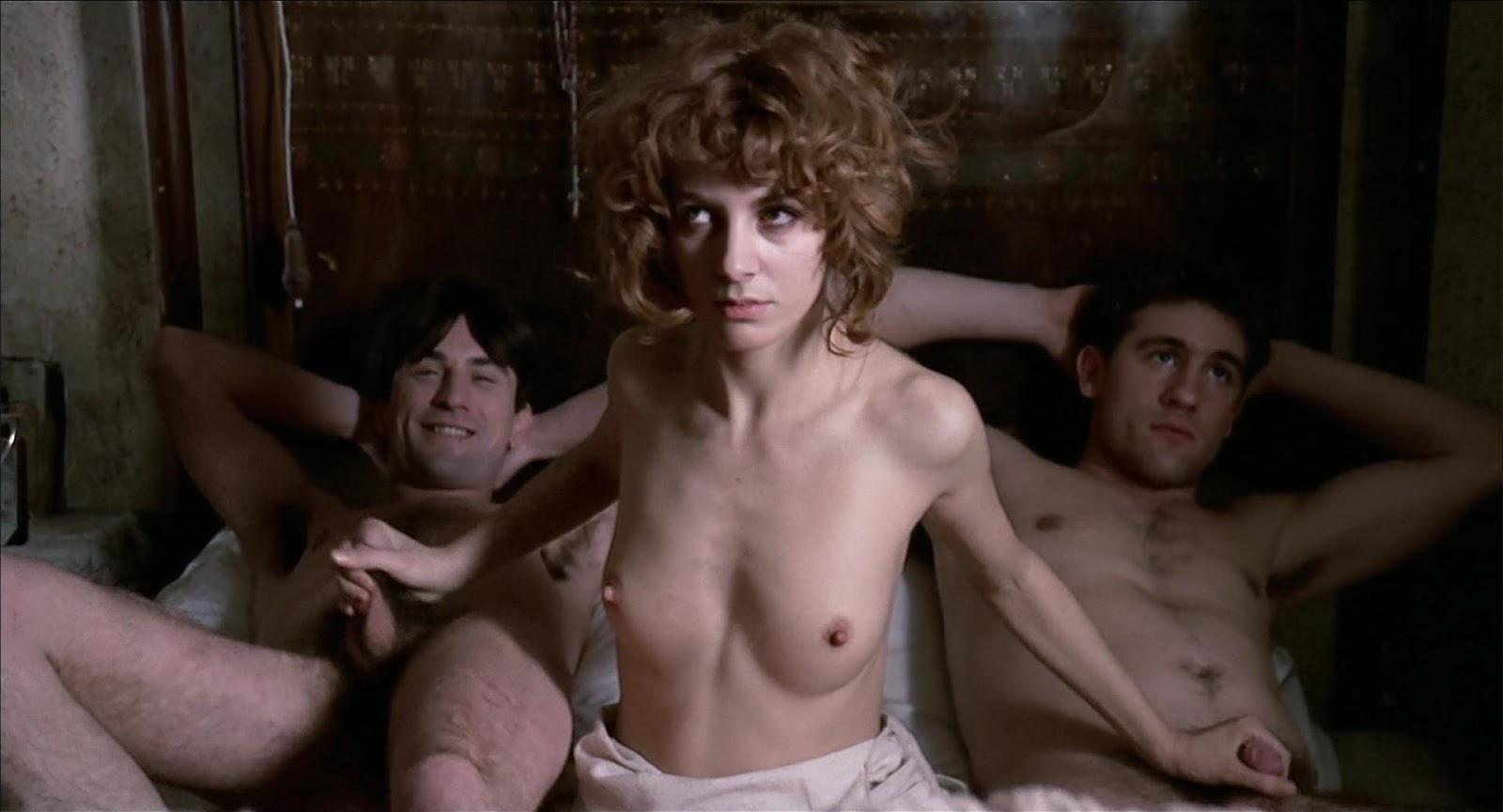 Звезды делятся несексуальной правдой о постельных сценах