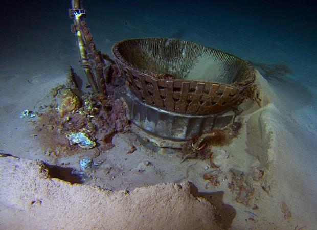 Peças de foguetes que caíram também no oceano