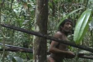 Los kawahivas: La tribu que es un estorbo para Bolsonaro está siendo atacada y exterminada.