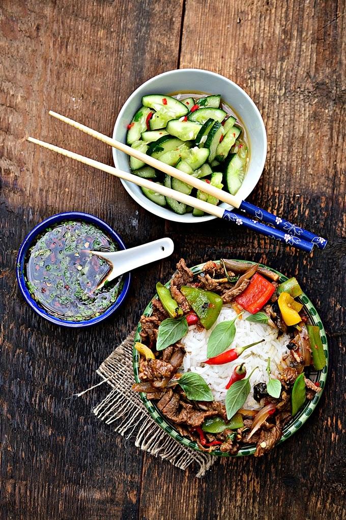 Wołowina w sosie ostrygowym z tajską bazylią