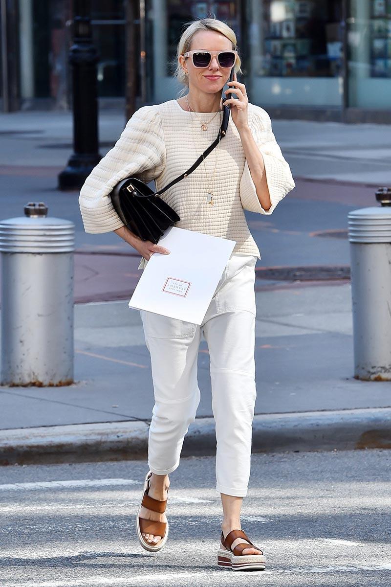 Naomi Watts Street Style {Cool Chic Style Fashion}