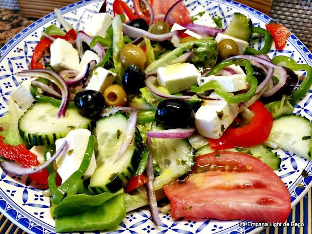 Ensalada griega con aliño