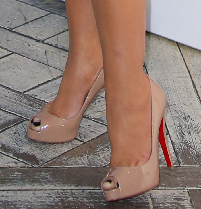 cbe5f9c5fc04 Christian Louboutin Very Prive 100mm Peep Toe Pumps Nude