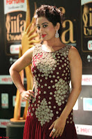 Tejaswini in Maroon Floor length Gown at IIFA Utsavam Awards 008.JPG