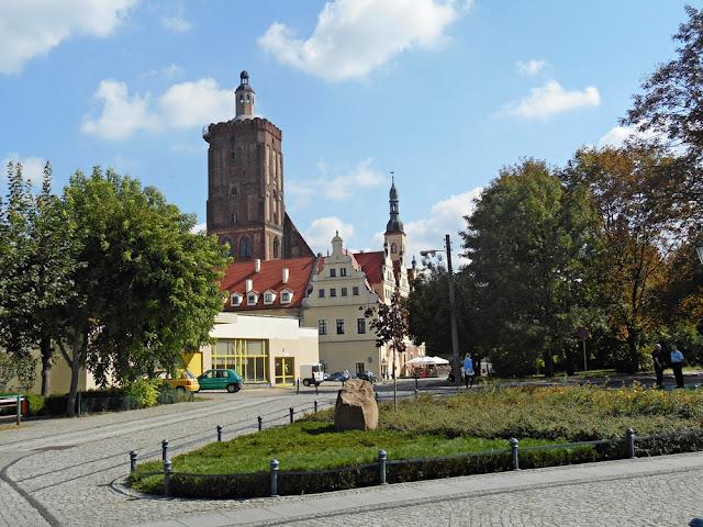 kościół, ulice, drzewa, zabytek