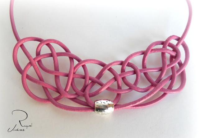 collar nudo celta rosa