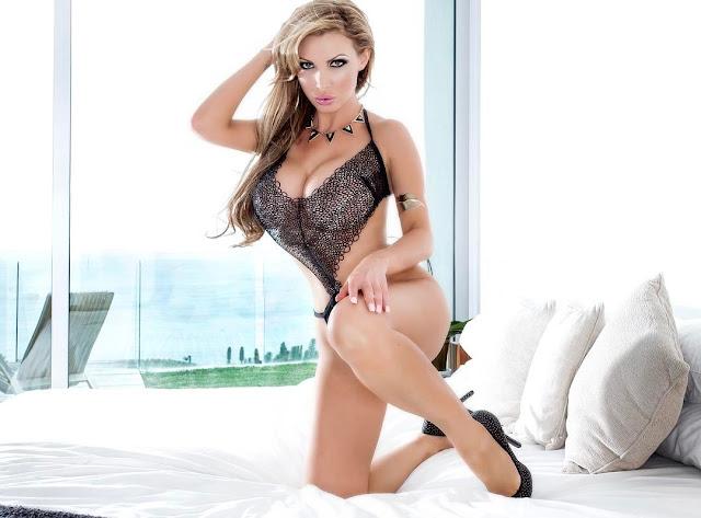 Nikki-Benz-Porn-Star-hot-sexy-image-Instagram