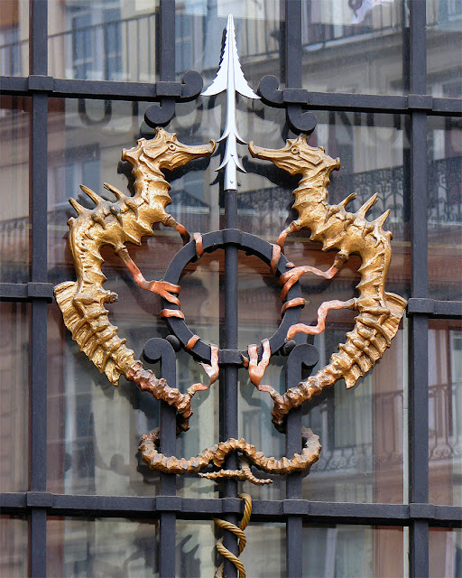 Decorative seahorses, Institut océanographique or Maison des océans, rue Saint-Jacques, Paris