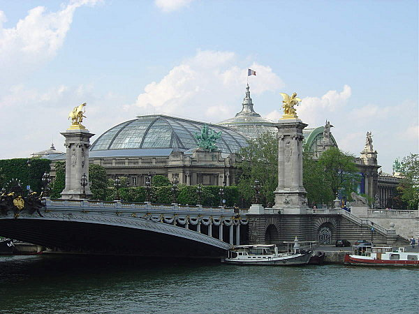 Grand Palais e Petit Palais a partir do Rio Sena