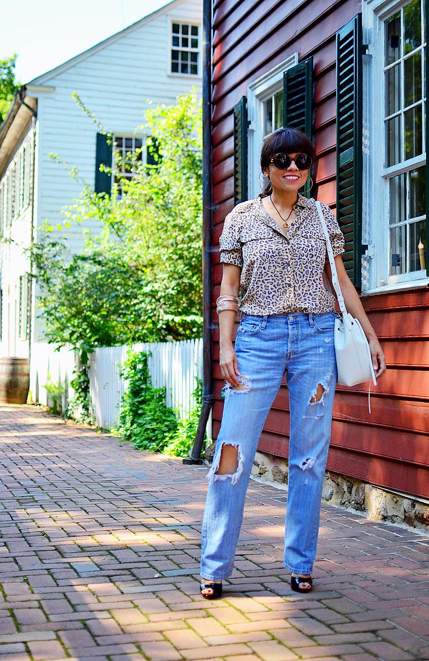 Straight leg jeans street style