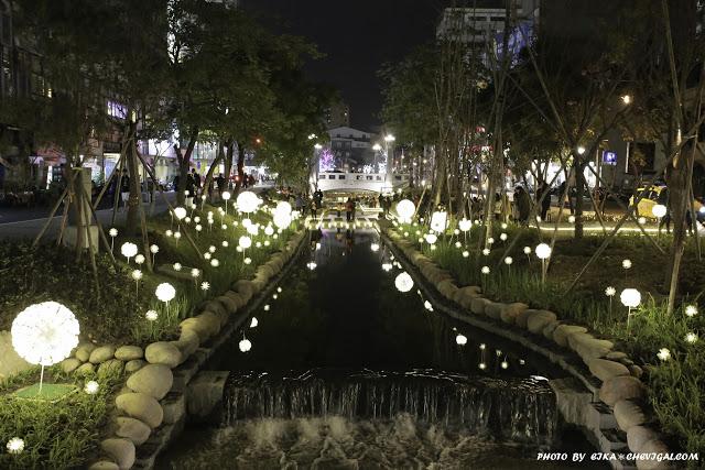 IMG 9690 - 台中景點│新盛綠川水岸廊道,2018農曆年節人氣最新景點,夜間絢麗燈海超夢幻!