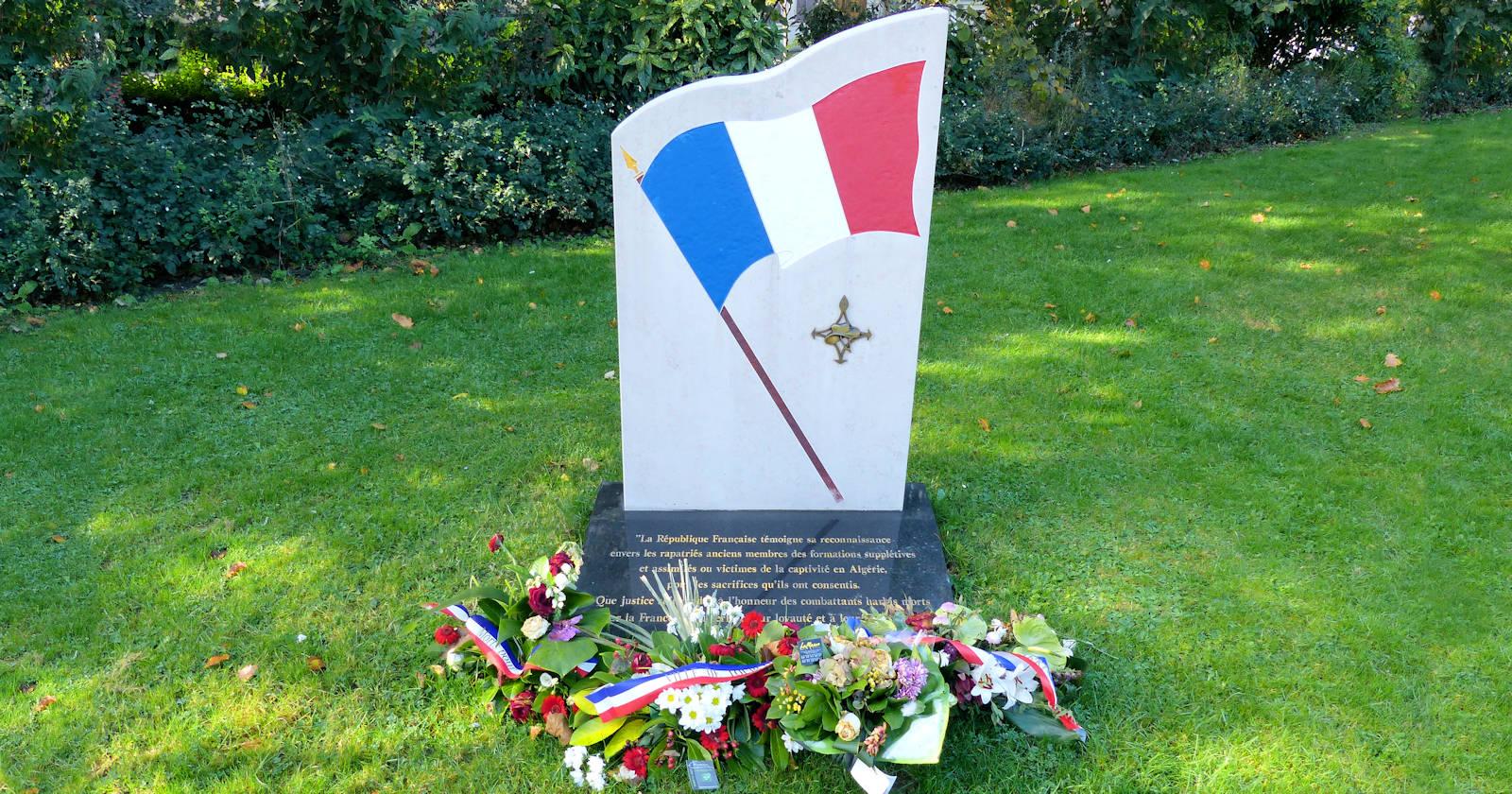 Stèle hommage aux Harkis - Tourcoing, Place de la Victoire