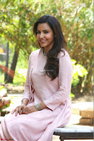 Priya Anand in simply Pink at an interview for movie KOOTATHIL ORUTHAN~  Exclusive celebrities galleries 002.jpg