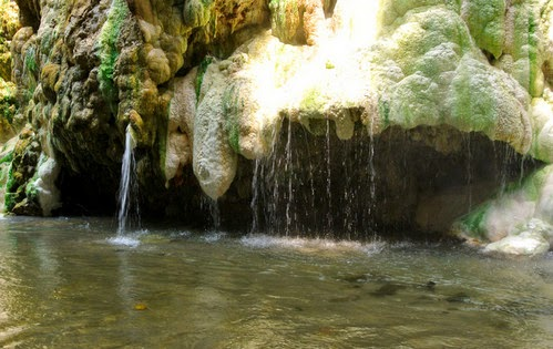 Aliran sungai berasal dari bukit