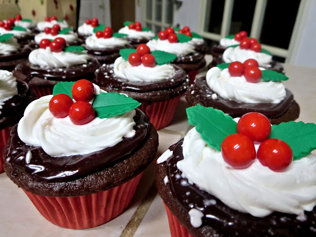Christmas Holly Berry Chocolate Peppermint Cupcakes 3