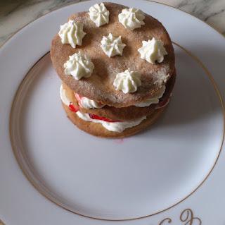 https://danslacuisinedhilary.blogspot.com/2012/04/millefeuille-sable-fraise-mascarpone.html