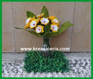 Cara Mudah Membuat Prakarya Bunga Cantik dari Kain Flanel