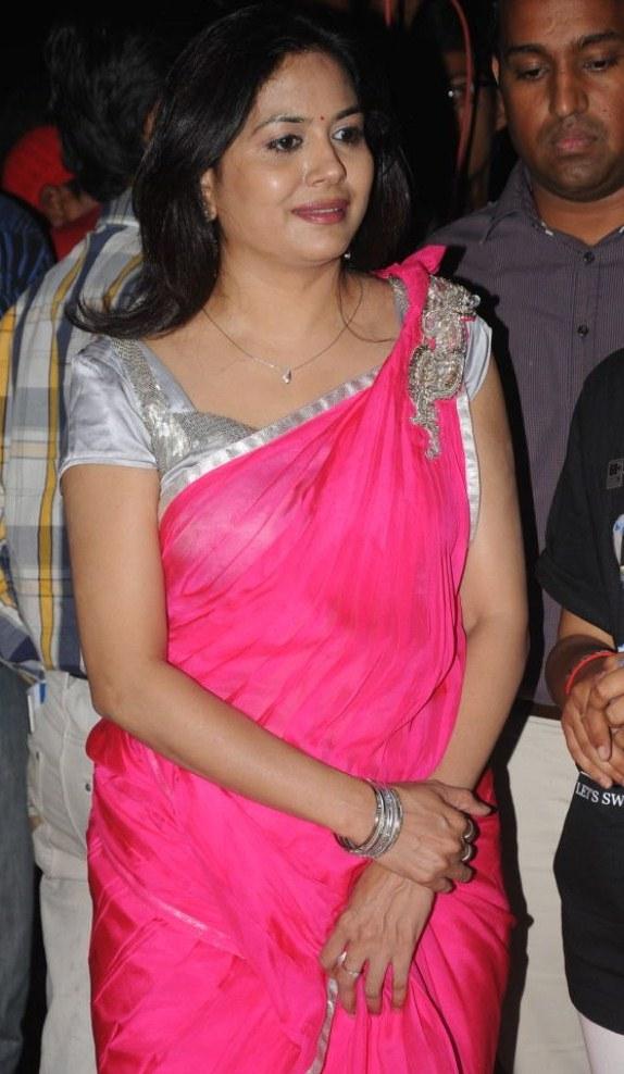 Telugu Singer Sunitha Upadrashta Pink Saree Images