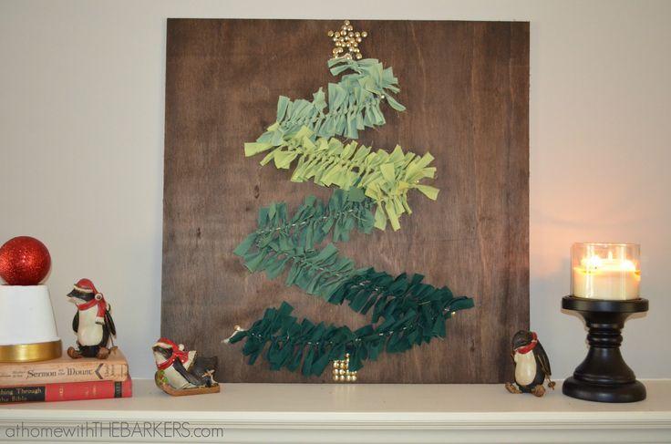 Árvores de natal criativa de parede feita com madeira e tecido