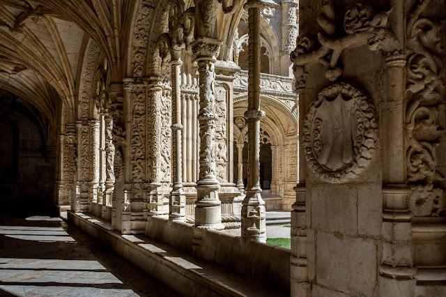 Claustro Bajo del Monasterio de los Jerónimos :: Canon EOS5D MkIII | ISO100 | Canon 17-40@33mm | f/7.1 | 1/500s