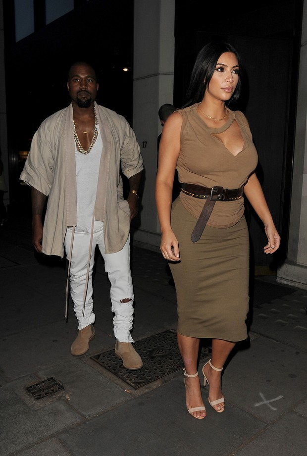 Pregnant, Kim Kardashian's romantic evening with Kanye West