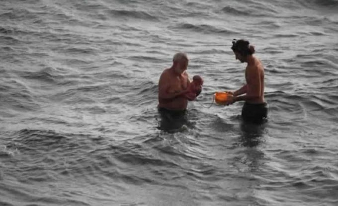 Photos: Tourist walks into the Red Sea and gives birth
