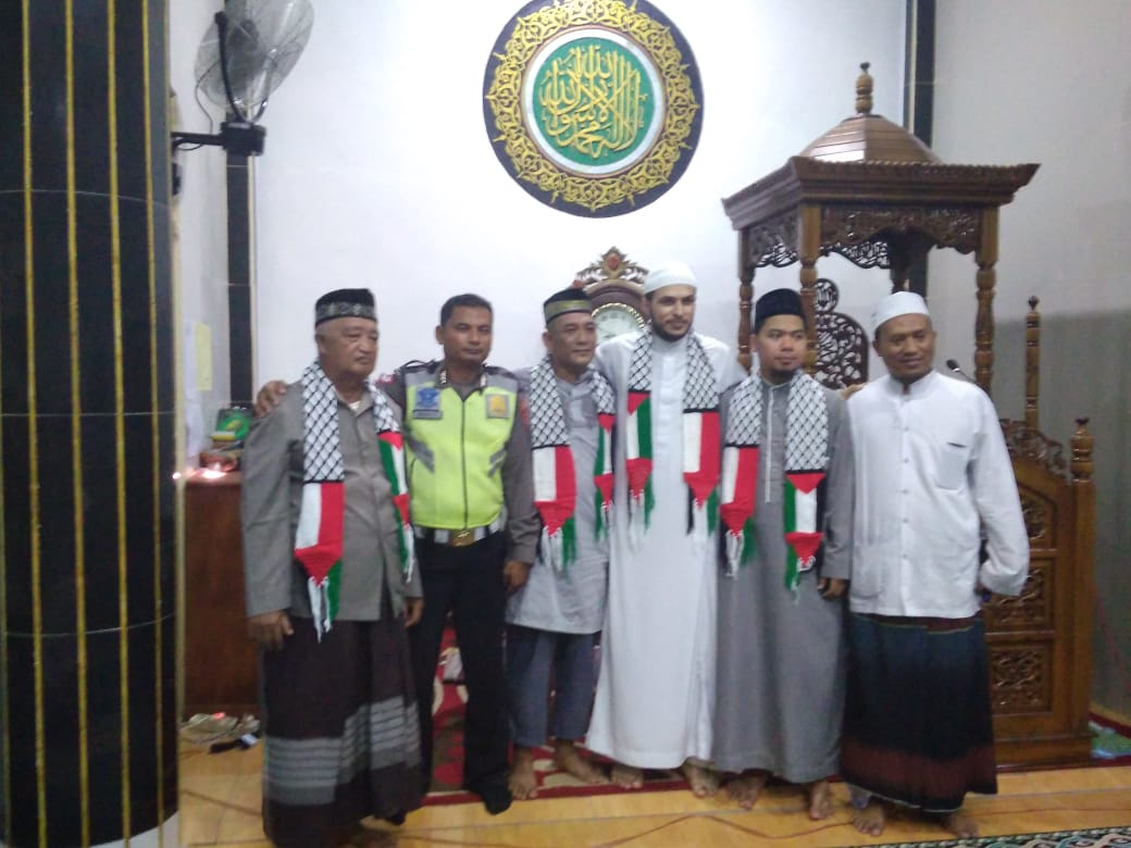 Ulama Palestina Safari Subuh Di Masjid Al-Falah Sekadau Hilir