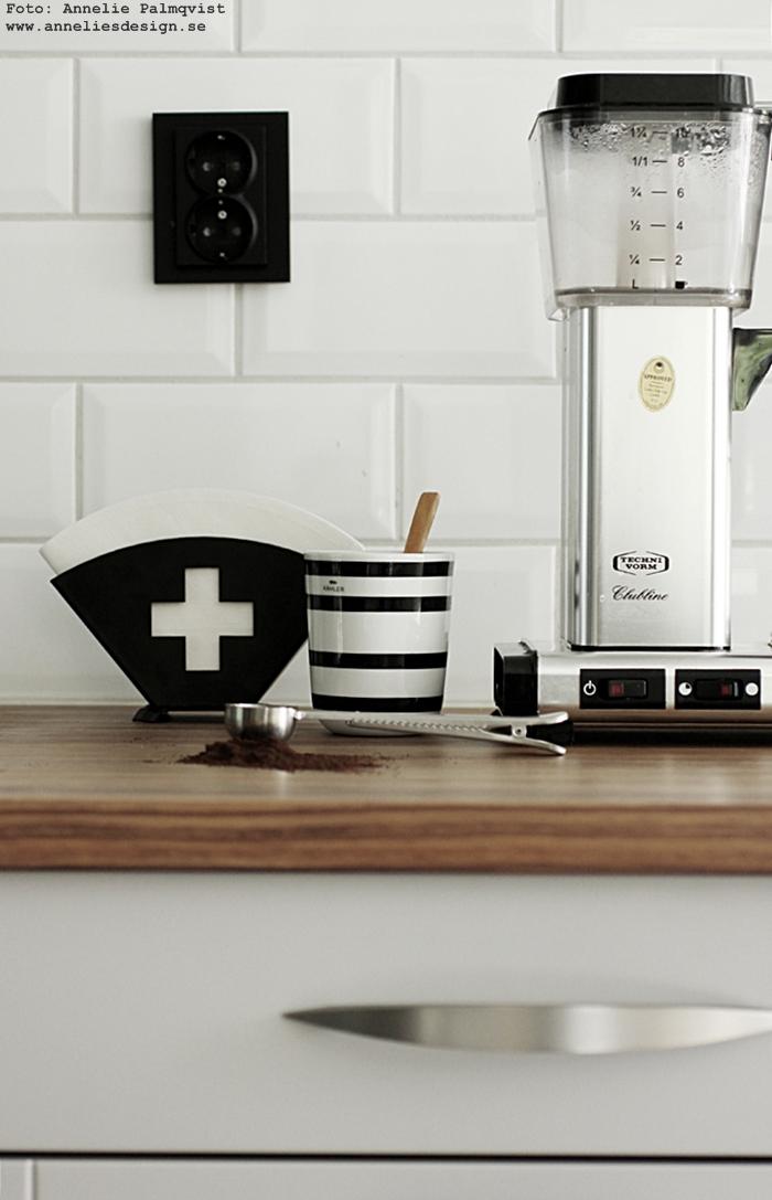 kaffefilterhållare, kaffefilter, filterhållare, med kors, svart och vit, svartvita, svartvitt, svartvit, annelies design, annelie palmqvist, design, designade produkter, sked med clips, kaffetillbehör, tillbehör, kaffe, moccamaster, kaffekokare, kök, köket, webbutik, webbutiker, webshop, inredning,