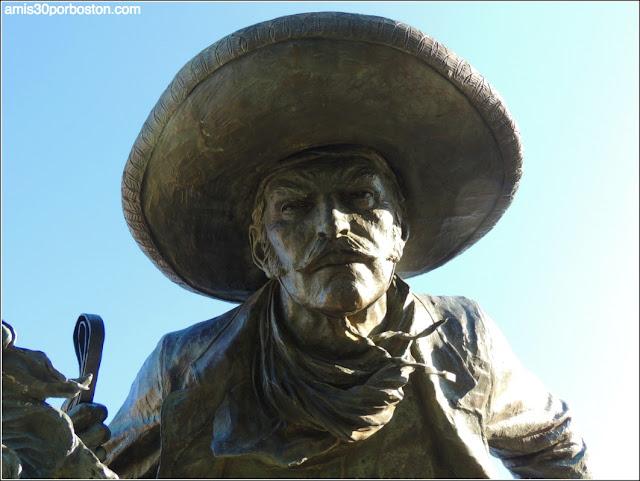Escultura Vaquero en el Trail in Legacy de Plano