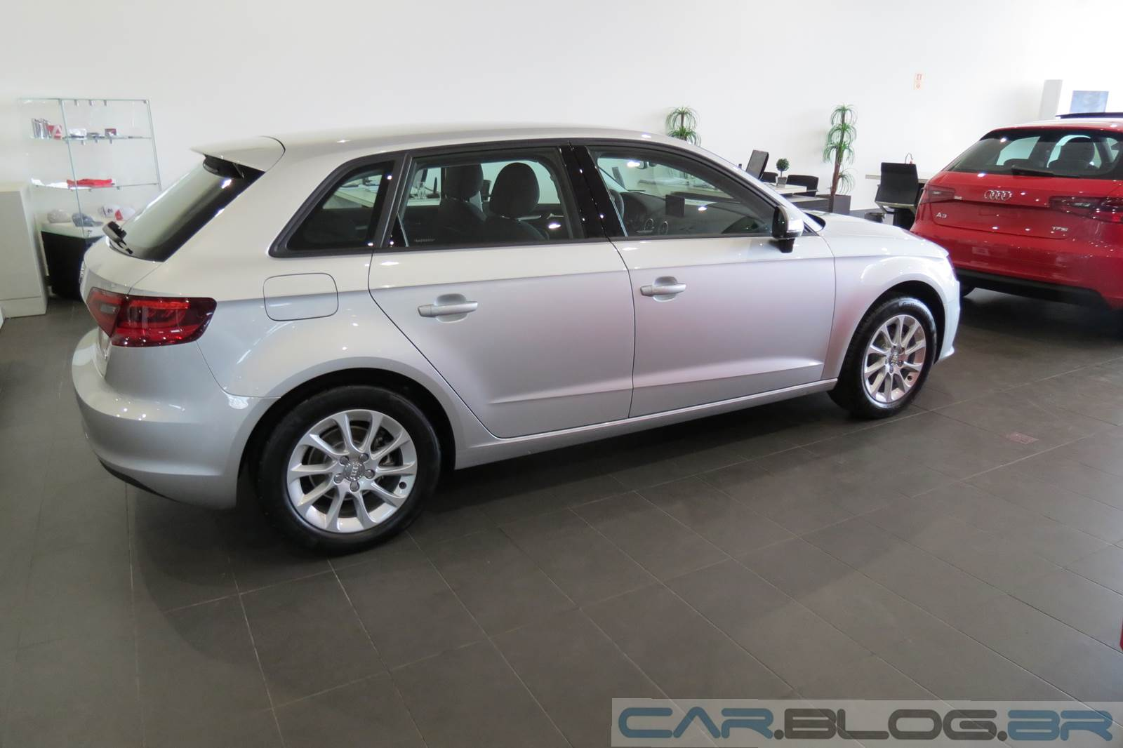 audi a3 sportback 2014 fotos v deo pre o consumo e especifica es car blog br. Black Bedroom Furniture Sets. Home Design Ideas