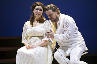 Caroline Dobbin, Benedict Nelson - Monteverdi - Il ritorno d'ulisse in patria - English Touring Opera - photo Richard Hubert Smith