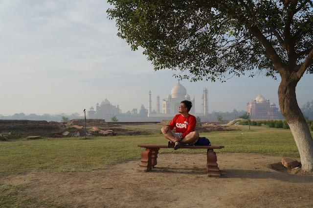 Mengulang pose Aiswarya Rai di mehtab Bagh