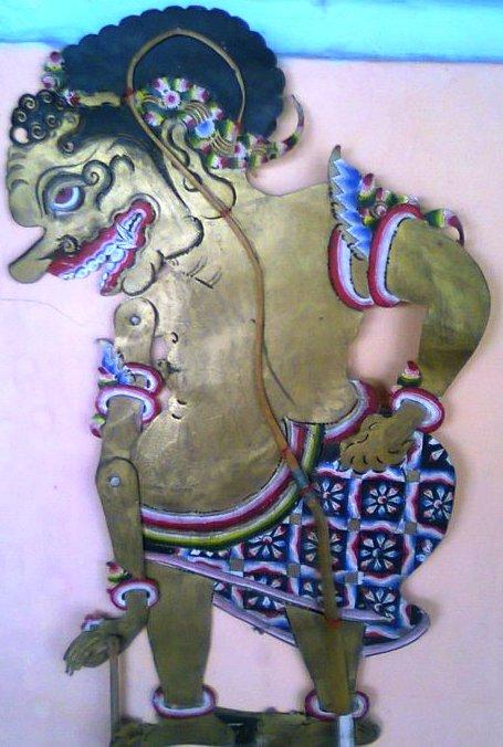 Menurut gaj hazeau, wayang purwa, khususnya pada wayang kulit, bukanlah berasal dari india melainkan asli jawa. Album Wayang Indonesia: Sukasrana