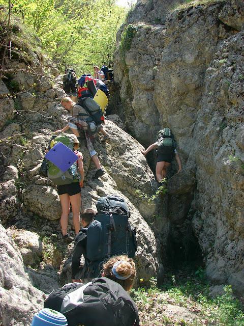 Карабкаемся по дну каньона Байсу (Бай-Су)