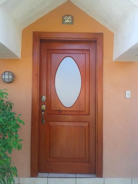 Puertas de madera s lida lolo morales furniture for Puertas de entrada con vidrio