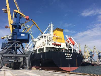 "Hafen Mariupol und MS ""Peace"".Ukraine  Fot. Paul Flückiger"
